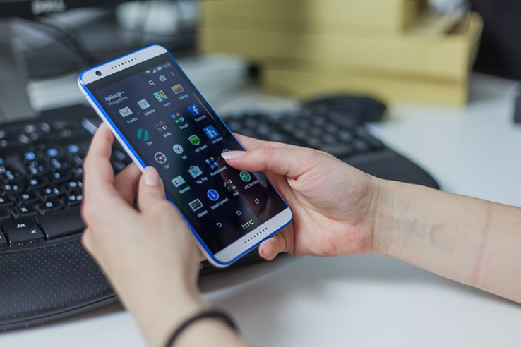 HTC Desire 820 (2).jpg